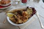 Fritert fisk til lunch i Mennagio ved Comosjøen