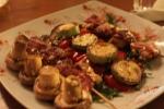 Grillet kylling i bacon til middag i Pula, Kroatia